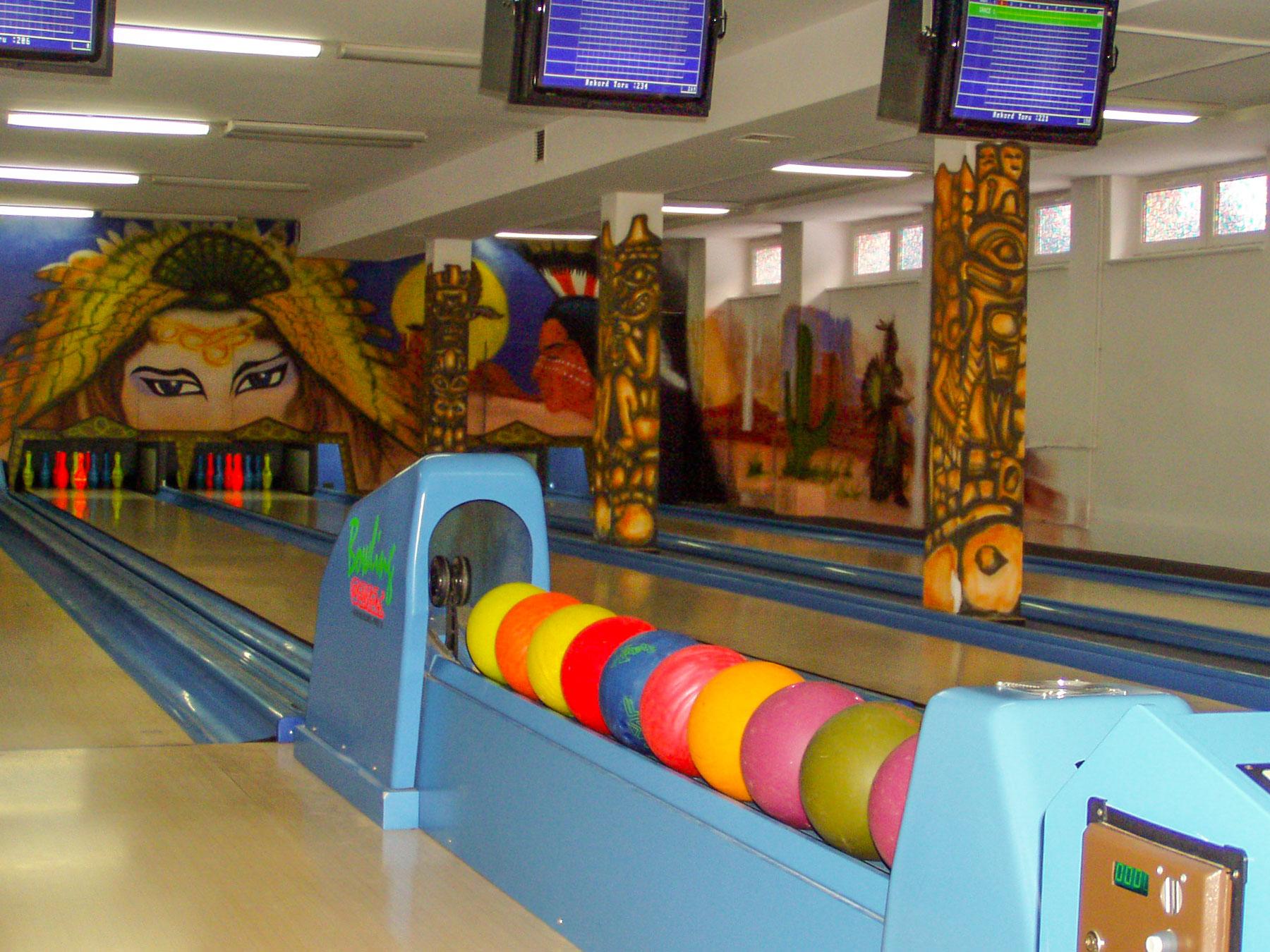 Zdjęcie kręgielni w pawilonie sportowo-rekreacyjnym